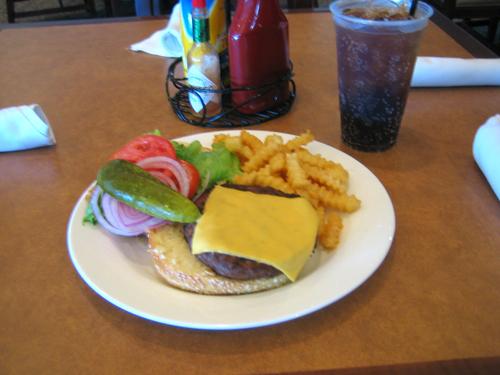 Paikallisen lounasmestan käsitys herkullisesta hampurilaisesta!
